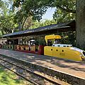 Die Schlossgartenbahn steht am Schlossgartenbahn-Bahnhof.
