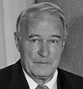 Portraitfoto von Dr. Dieter Ludwig, Erfinder des Karlsruher Modells.