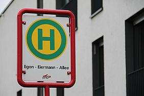 Straßenschild der Haltestelle Egon-Eiermann-Allee