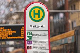 Haltestellenschild am Karlsruher Marktplatz